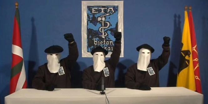 Une image extraite de la vidéo diffusée en janvier, dans laquelle des militant d'ETA annonçaient un cessez-le-feu permanent.