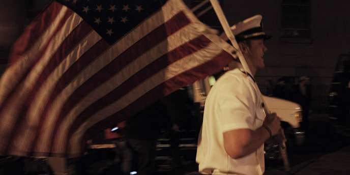 Scènes de liesse à Ground Zero après l'annonce de la mort de Ben Laden.