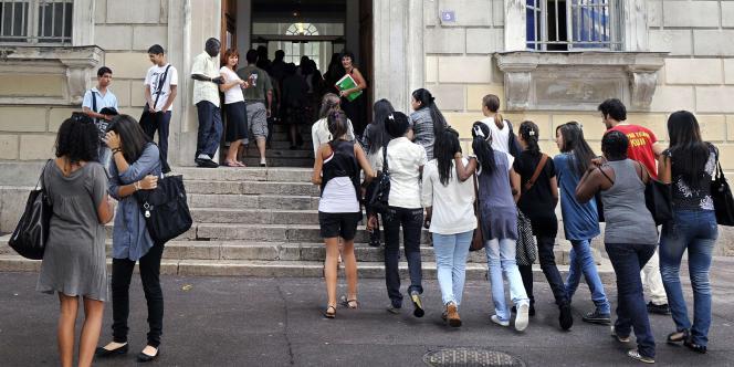 Jour de rentrée des classes, au lycée Thiers à Marseille, le 2 septembre 2009.