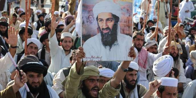Des partisans du parti taliban défilent à Quetta, au Pakistan, lundi 2 mai.