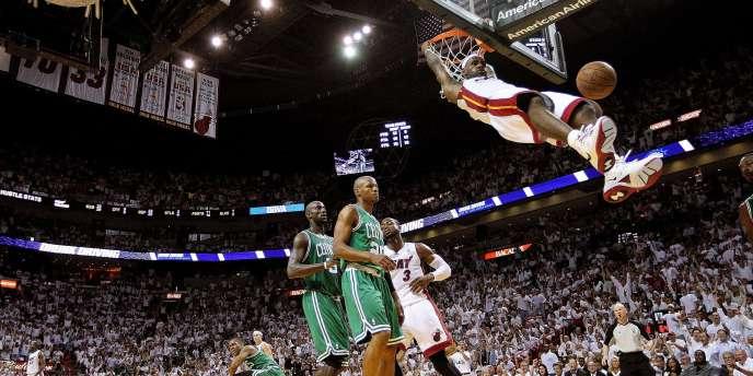 LeBron James et Miami ont pris le large en seconde mi-temps contre Boston.
