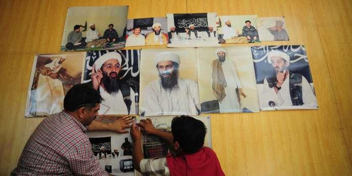Un photographe pakistanais expose ses photos d'Oussama Ben Laden. Trois jours après sa mort, celle de sa dépouille manque toujours.