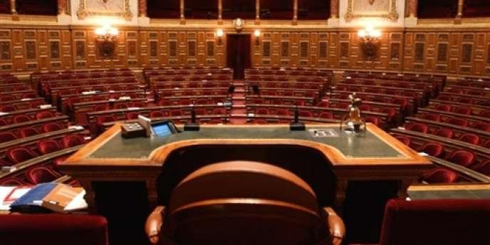 Vue du fauteuil du président du Sénat, à Paris, dans l'hémicycle.