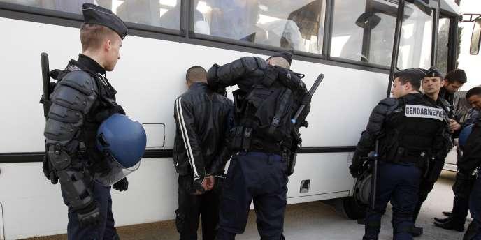 Des gendarmes à Nice, le 5 mai 2011.