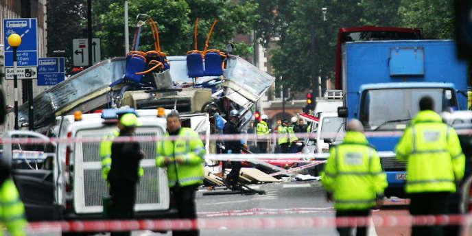 La police britannique à Tavistock Square après les attentats à Londres, le 7 juillet 2005.