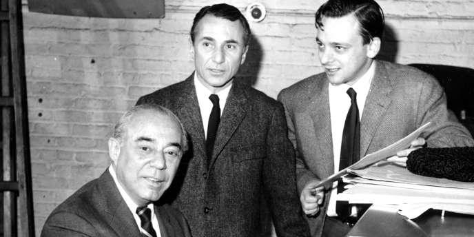 Arthur Laurents (à droite) avec le pianiste Richard Rodgers et Stephen Sondheim, parolier.
