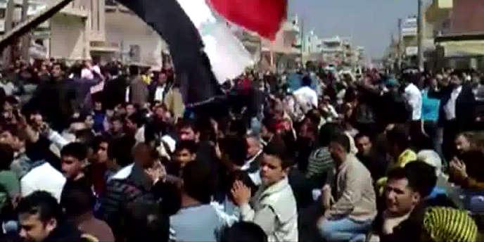 Capture d'écran d'une vidéo sur YouTube d'une manifestation en Syrie, le 8 avril 2011.