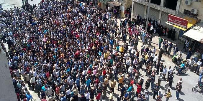 Rassemblement à Banias, en Syrie, vendredi 6 mai.