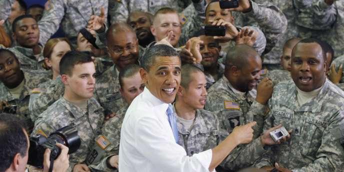 Barack Obama sur une base militaire dans le Kentucky, vendredi 6 mai.