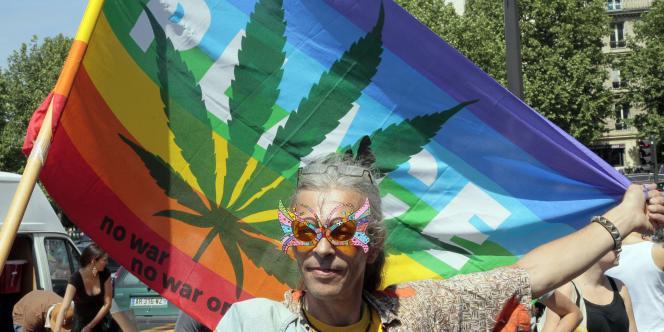 Manifestation pour la légalisation du cannabis en mai 2011 à Paris.