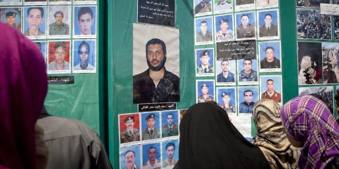 A Tripoli, le gouvernement libyen montre les victimes supposées des bombardements de l'OTAN aux journalistes.
