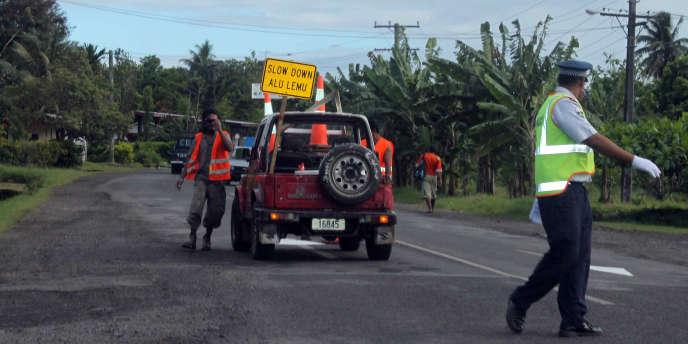 En 2009, le gouvernement des îles Samoa avait adopté la conduite à gauche - ici, le 7 septembre 2009 près d'Apia, la capitale.