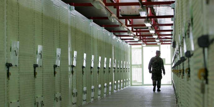 Le camp de détention de Guantanamo en août 2004. Un ancien détenu avait affirmé qu'un membre du MI5 avait fourni les questions des interrogatoires assortis de tortures qu'il avait subis après son arrestation en 2002.