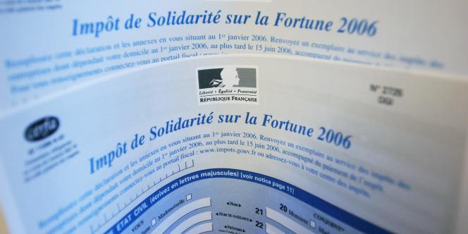 Un formulaire de déclaration de l'impôt de solidarité sur la fortune (ISF).