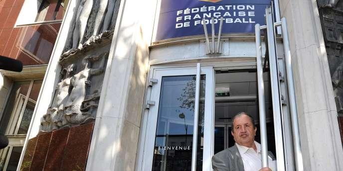 Fernand Duchaussoy, président de la FFF, devant le siège de la Fédération, le 5 mai à Paris.