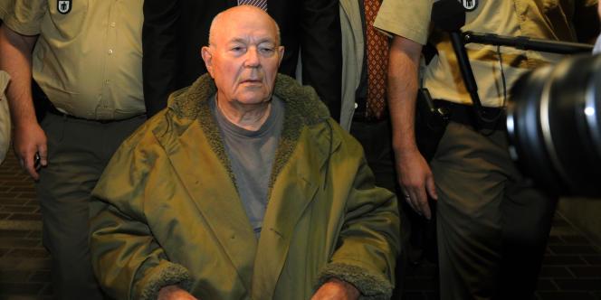 John Demjanjuk a été jugé coupable de complicité dans l'extermination de 28 060 Juifs au camp d'extermination nazi de Sobibor, en 1943 en Pologne.