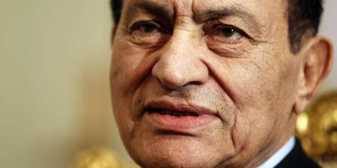 M. Moubarak a comparu avec son ancien ministre de l'intérieur, Habib el-Adli, et six ex-responsables de la sécurité, pour complicité dans le meurtre de manifestants pacifiques pendant la révolte qui a provoqué sa chute début 2011.