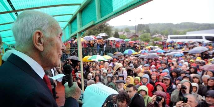 L'ancien résistant Stéphane Hessel lors du lancement de l'Appel de Thorens-Glières, samedi 14 mai 2011.