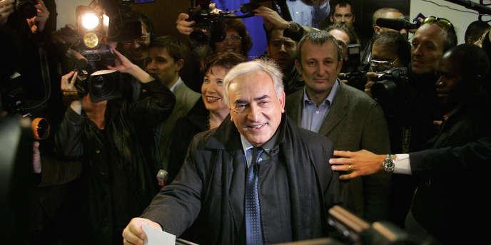 DSK en 2006, lors du vote pour les primaires socialistes.