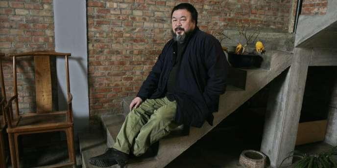 Ai Weiwei dans son studio, à Pékin, le 1er mars 2010.