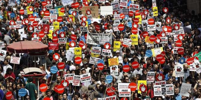 Manifestation à Istanbul contre la censure d'Internet, le 15 mai.