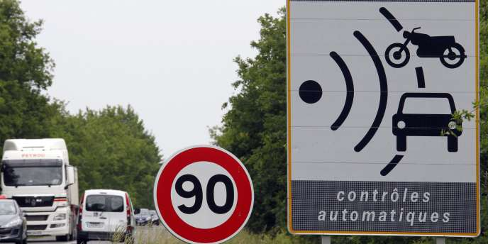 L'exécutif hésite à limiter la vitesse autorisée à 80 km/h sur le réseau secondaire, face à l'hostilité des associations d'automobilistes.