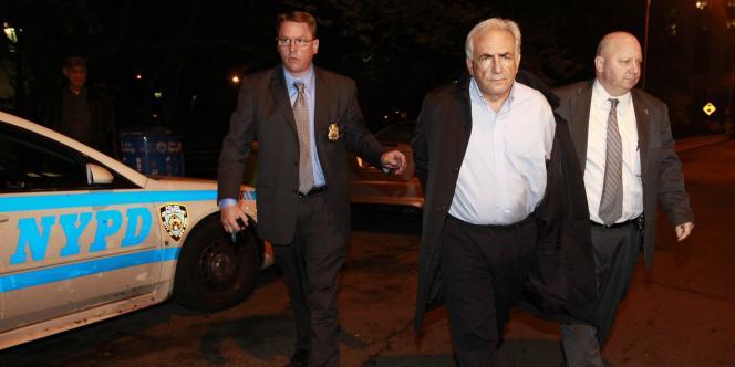 Dominique Strauss-Kahn est conduit, menotté, au tribunal, le 16 mai.