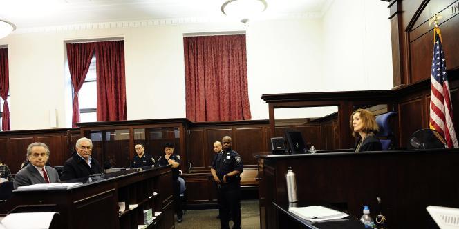 Dominique Strauss-Kahn devant la juge Melissa Jackson, le 16 mai 2011.