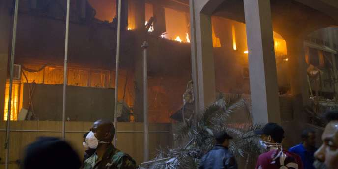Vue d'un des immeubles touchés par les raids de l'OTAN à Tripoli, le 17 mai 2011.