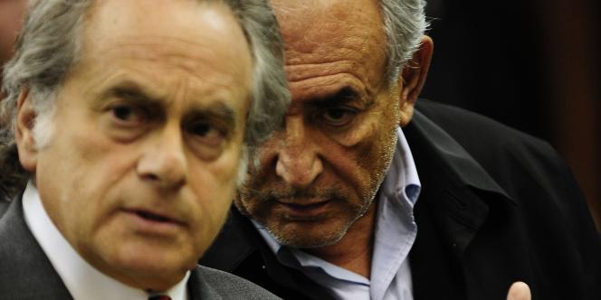 Dominique Strauss-Kahn et son avocat Benjamin Brafman, le 16 mai, à la cour criminelle de Manhattan.