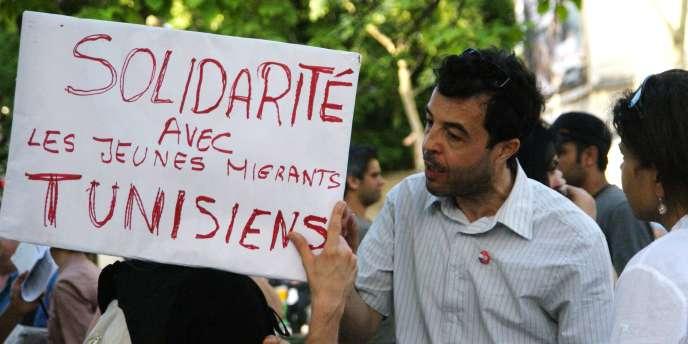 Chaque semaine, les associations franco-tunisiennes organisent à Paris des rassemblements de soutien aux migrants de Lampedusa.