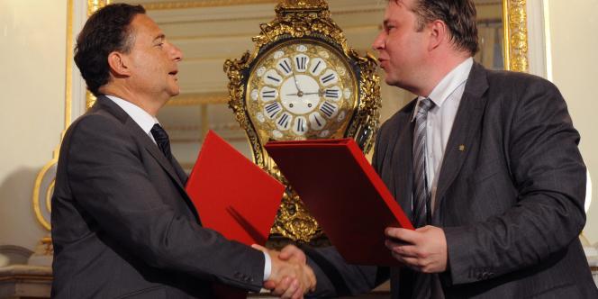 Le ministre tchèque Martin Kocourek et son homologue français Eric Besson, le 18 mai 2011 à Prague.