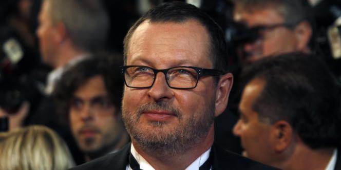 Le réalisateur danois Lars von Trier, sur les marches du palais des festivals, pour présenter