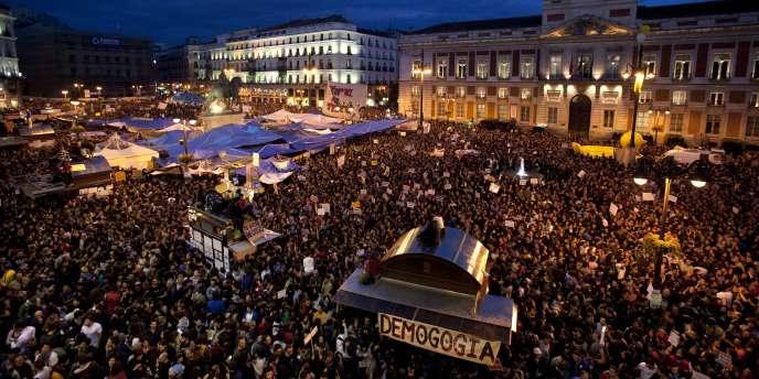 La place Puerta del Sol, à Madrid, jeudi soir 19 mai 2011.