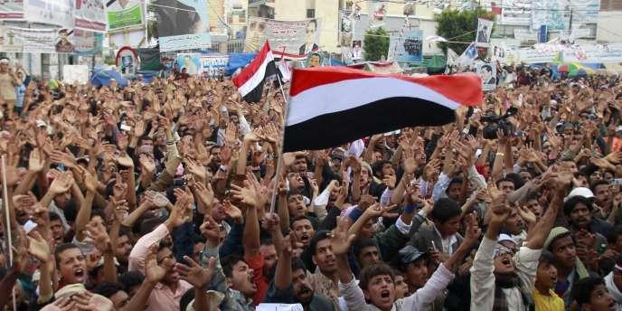Des opposants yéménites demandent le départ du président Saleh, samedi 21 mai, à Sanaa.