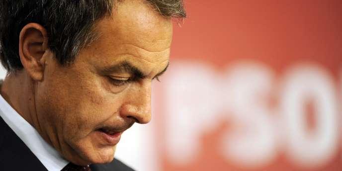 L'agence d'évaluation financière Moody's  a abaissé, mardi 18 octobre, la note souveraine de l'Espagne de deux crans.