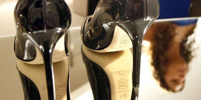 Une paire de chaussures Jimmy Choo, chez Saks Fifth Avenue, à New York, en 2007.