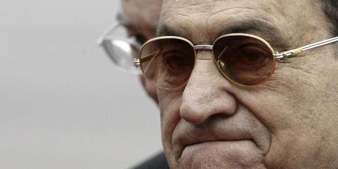 L'ancien président égyptien Hosni Moubarak souffrirait d'un cancer, selon son avocat.