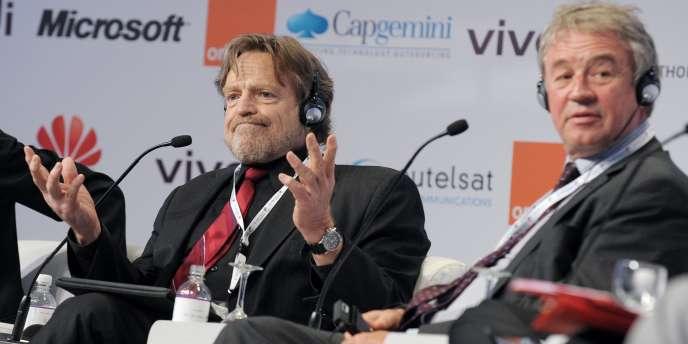 John Perry Barlow (à gauche), cofondateur de l'Electronic Frontier Foundation.