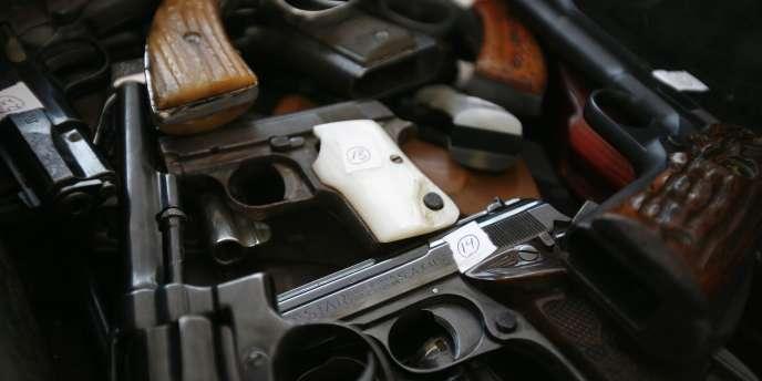 Au moins 122 des armes perdues au Mexique dans le cadre de l'opération avaient finalement été utilisées pour perpétrer des crimes au Mexique, et deux avaient été retrouvées sur la scène du meurtre d'un garde-frontière américain en Arizona.