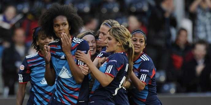 Avec six buts d'avance, les joueuses lyonnaises ont quasi assuré leur qualification pour les quarts de finale.