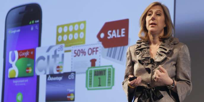 Stephanie Tilenius, de Google, présente le nouveau service de paiement sans contact à New York, le 26 mai.