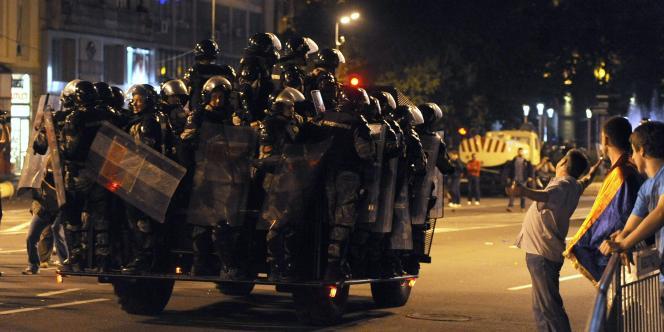 La police antiémeute est intervenue dans la soirée à Belgrade.