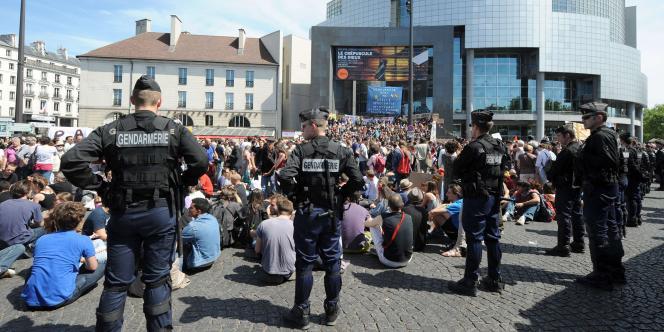 Un millier de personnes environ se sont rassemblées place de la Bastille dimanche 29 mai.
