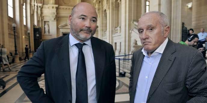 Deux des avocats d'Yvan Colonna, Pascal Garbarini (à gauche) et Antoine Sollacaro, à Paris, le 24 mai 2011.