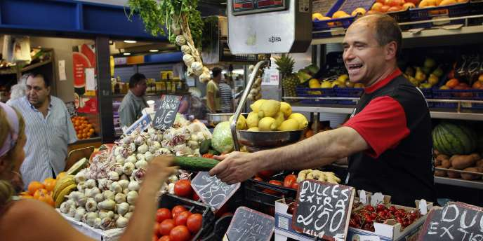 Sur un marché de Malaga, dans le sud de l'Espagne, lundi 30 mai.
