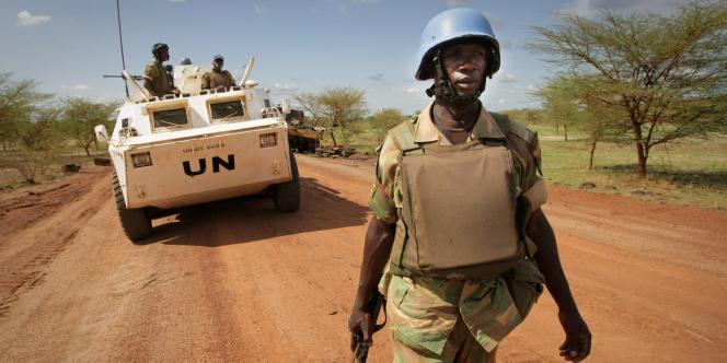 Un soldat de la Mission des Nations unies au Soudan, en patrouille dans la région d'Abyei, le 30 mai 2011.