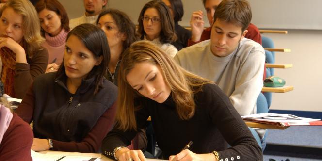 Des étudiants de l'ESCP Europe en cours