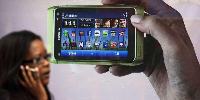 L'entreprise Nokia, qui a tiré vers le haut l'économie finlandaise dans les années 1990 et 2000, a représenté jusqu'à 4 % du PIB de la Finlande.