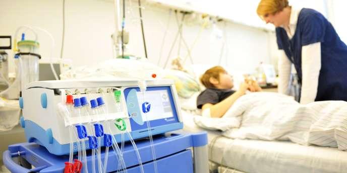 A la clinique universitaire d'Eppendorf, près de Hambourg, où continuent d'affluer des malades contaminés par la bactérie E. coli.